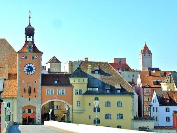 schöne urlaubsorte regensburg, deutschland bunte architektur eine alte historische stadt geschichte architektur sehenswürdigkeiten denkmäler