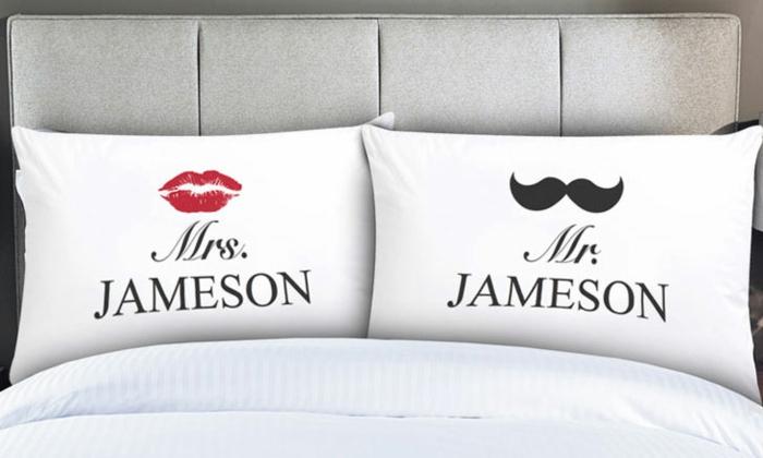 Kissen für Ehepaare mrs und mr, mit Lippen für sie, mit Schnurrbart für ihn, schöne und praktische Geschenkideen zum Valentinstag