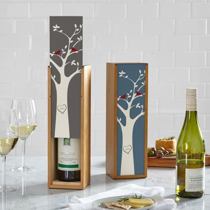 Weinflasche in Holzschachtel zum Valentinstag schenken, Geschenkideen für Männer, Weißwein und Käse