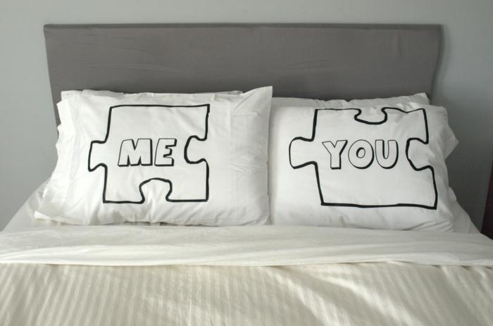 Kissen für verliebte Paare mit zwei Puzzlestücken, romantische Geschenkidee zum Valentinstag