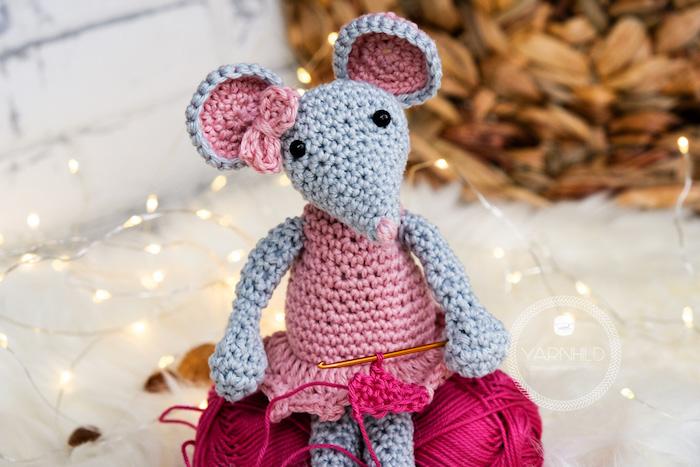 """valentinstag karte an einem kuscheltier hängen """"du bist mein mäuschen"""" mit dem geschenk sagen spitznamen ideen"""
