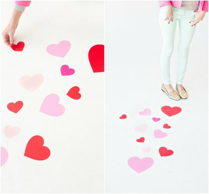 Den Weg zum Geschenk mit kleinen Herzen markieren, romantische Überraschung zum Valentinstag