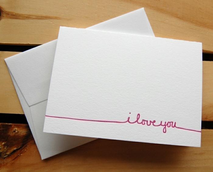 Valentinskarte selber basteln, rosafarbene Aufschrift Ich liebe dich auf weißem Hintergrund, kleine Überraschung für ihn