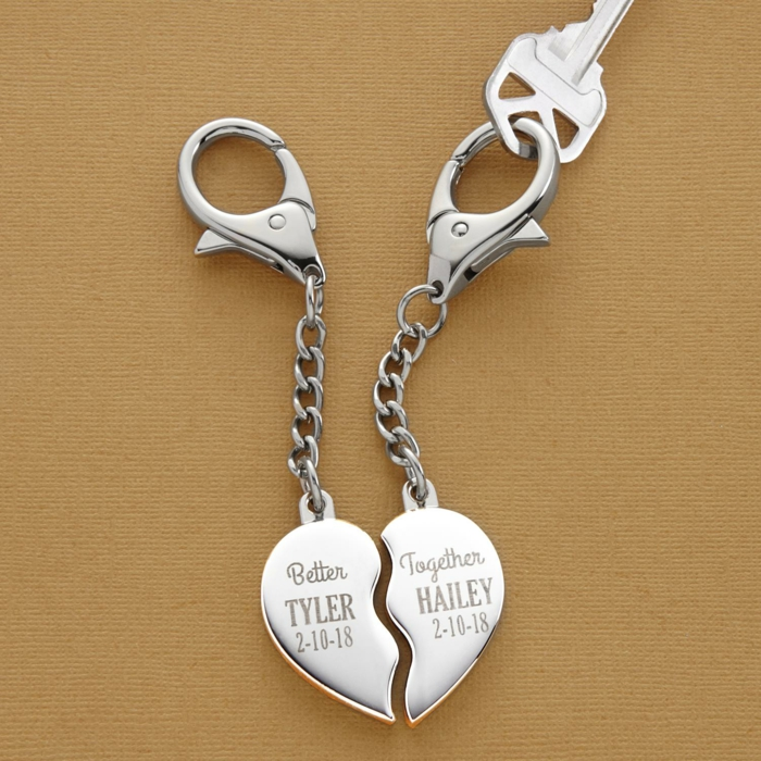 Gravierter Schlüsselanhänger, geteiltes Herz, romantische Geschenkidee zum Valentinstag