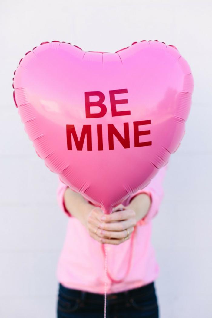 """Herz-Luftballon mit Aufschrift """"Be Mine"""", kleine aber romantische Überraschung zum Valentinstag"""