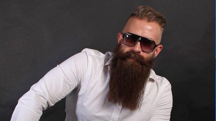 bart style superlanger bart ideen coole brille sonnenbrille undercut haare frisur von männern weißes elegantes hemd