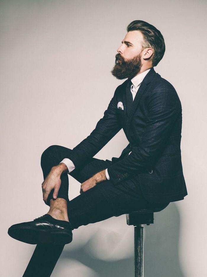 bartformen ideen für businessmänner geschäftsmann mit schwarzem bart anzug tragen hipster geschäftsmann cool