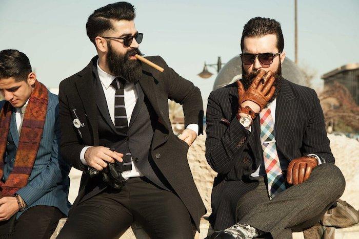 hipster bart ideen von mr erbil club der gentlemen drei männer rauchen zigaretten cooler stil für männer bart anzug krawatte brille schall lederhandschuhe