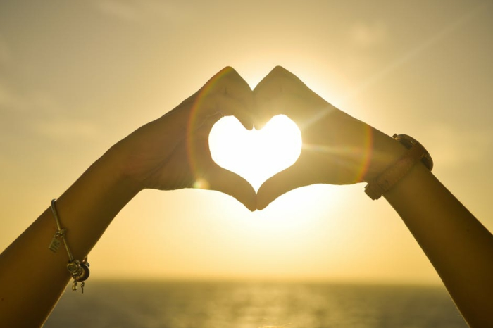 die Sonne sagt ich liebe dich mit einem Herzen Strahl - Valentinstagsgrüße