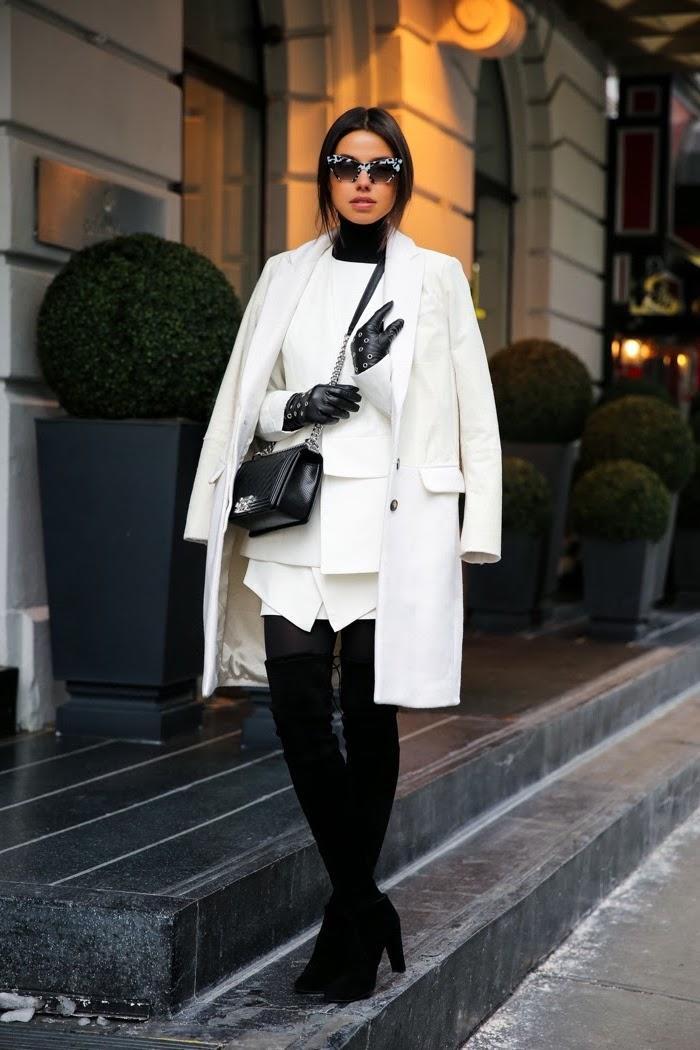 winter outfit damen, frauenoutfit in weiß und schwarz, weißer mantel, sonnenbrille