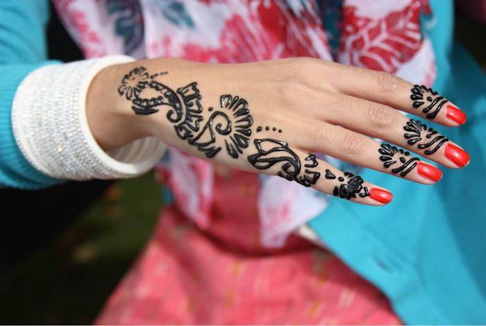 tattoo selber machen, roter nagellack, mehndi, schwarzes henna, arm