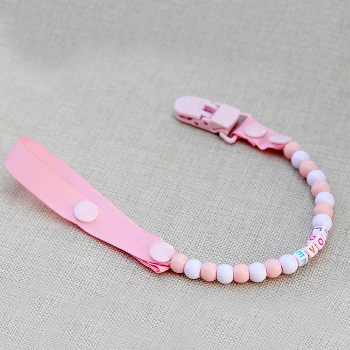 schnullerketten zubehör, selbstgemachte schnullerkette aus rosa silikonperlen und gummiband