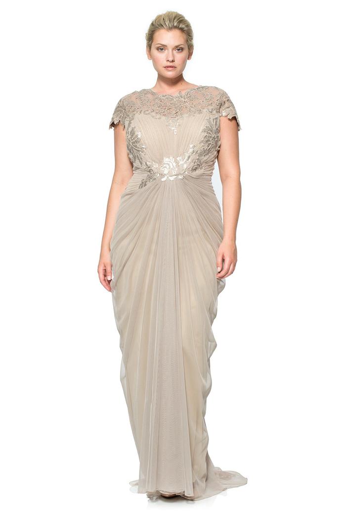 maxi kleider hochzeit ideen eine plus size model sieht wie griechische göttin aus faszinierender look für mollige