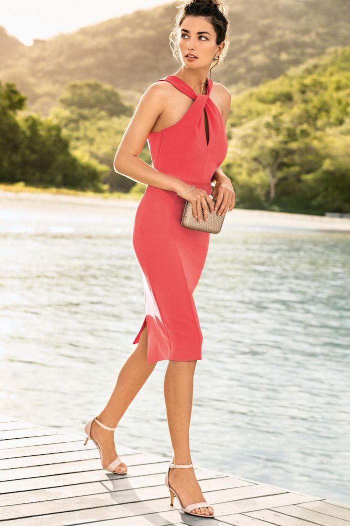 hochzeitsoutfit in krasser farbe schöne ideen für damen sandalen weiß beige accessoires