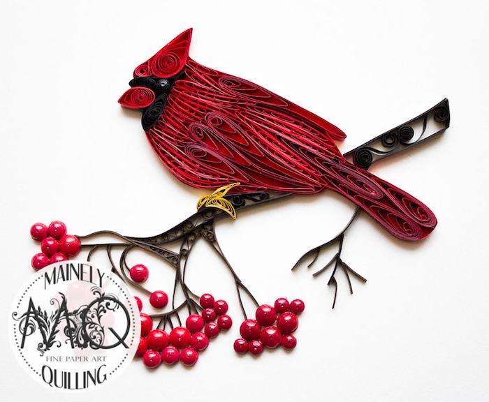 bastelideen frühling, ein roter quilling vogel mit roten federn aus langen roten papierstreifen, äste mit roten früchten, frühling basteln