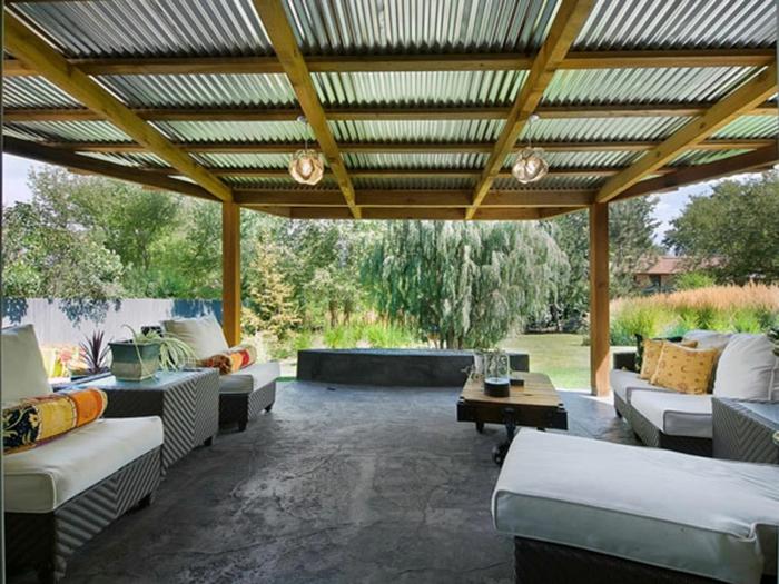 moderne Terrasse mit symmetrischer Gestaltung und Beton Bodenbelag