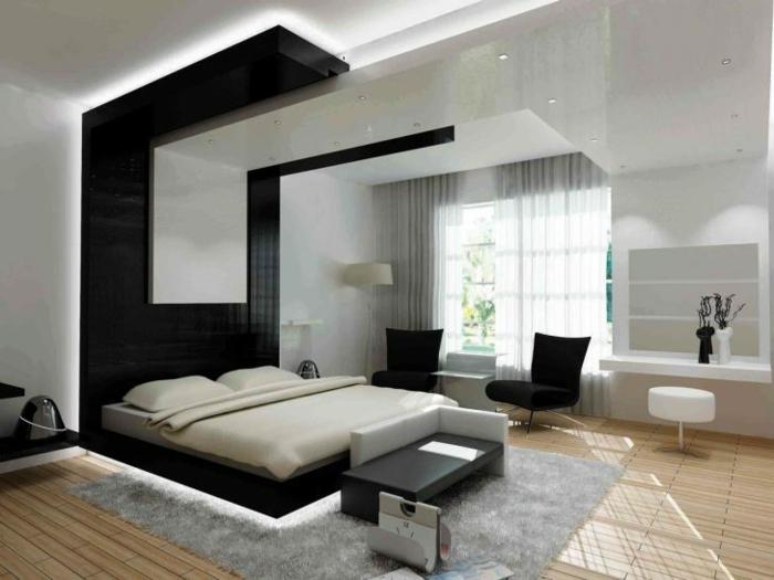 eine Leseecke für zwei mit schwarzen Sesseln, niedriges Bett, Schlaffzimmer Ideen