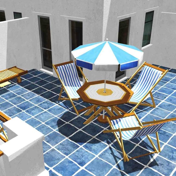 drei Liegestühle in weißer und blauer Farbe, stimmen den Bodenbelag und den Sonnenschirm ab