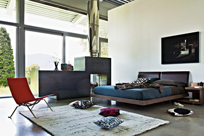 ein gemütliches Schlafzimmer modern gestalten mit einer Wand aus Glas, graue Regale
