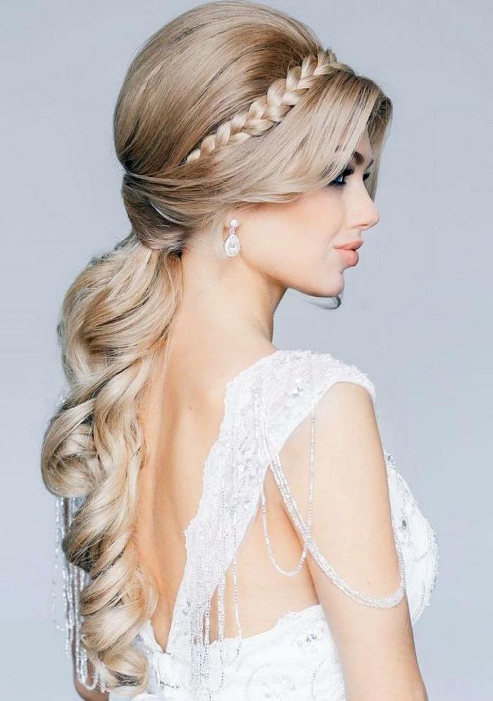 schöne Flechtfrisuren Hochzeit, ein Zopf wie Krone, langes Pony, blonde Haare