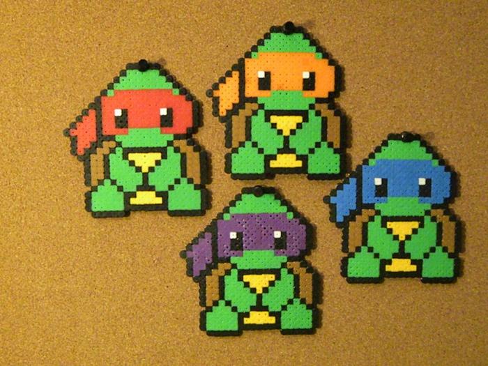 Helden aus Zeichentrickfilm, Bügelperlen Ideen, Ninja Turtles mit den bunten Stirnbänden