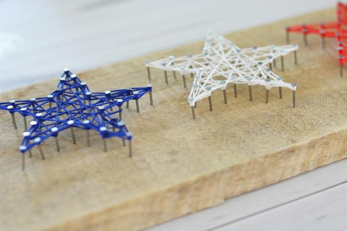 ein kleines Projekt von String Art Vorlage, drei Sterne wie die Fahne von Frankreich