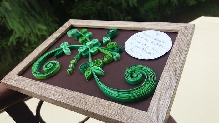 bastelideen frühling, ein bild mit grünen pflanzen und blumen mit grünen blättern, paper quilling
