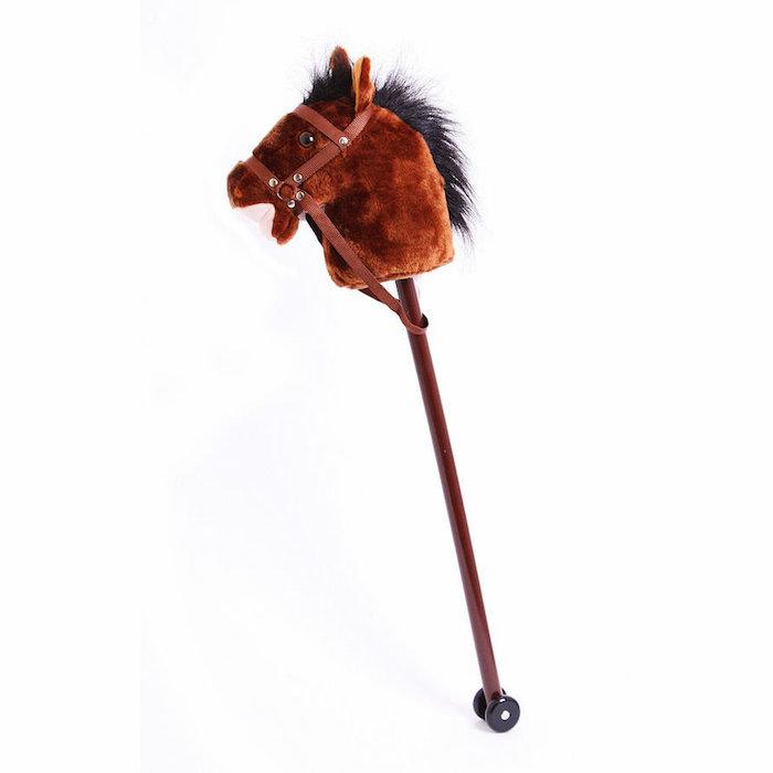 ein braunes pferd mit einer schwarzen mähne, ein braunes steckenpferd selber basteln, pferde spiele kostenlos, spielzeug für draußen