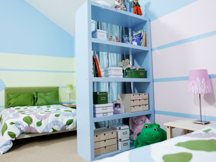 blaue Trennwand für Zimmer, Kinderzimmer für zwei Geschwister trennen