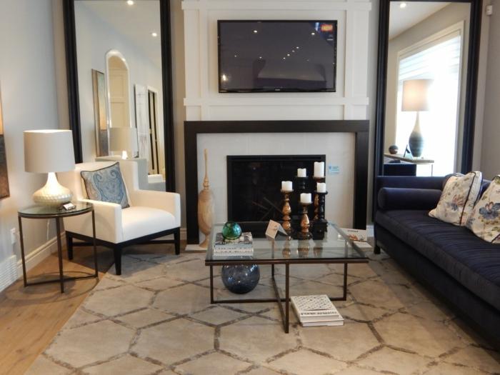moderne Wohnzimmer Fernsehwand, Fernseher zwischen zwei Spiegel, über Kamin