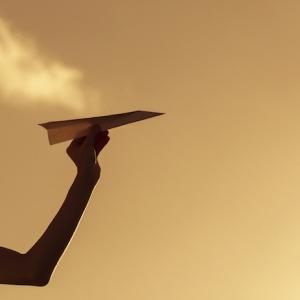 Papierflieger basteln - Schritt für Schritt Anleitungen und tolle Bilder