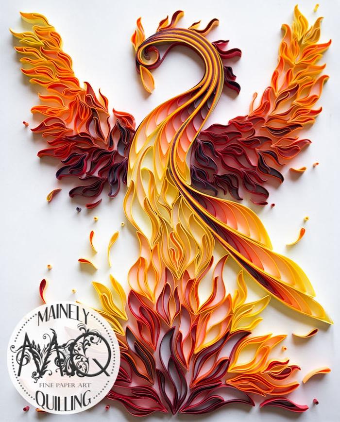 ein aus seiner asche auferstehender phönix, quilling paper, ein oranger phönix aus roten, orangen und gelben papierstreifen