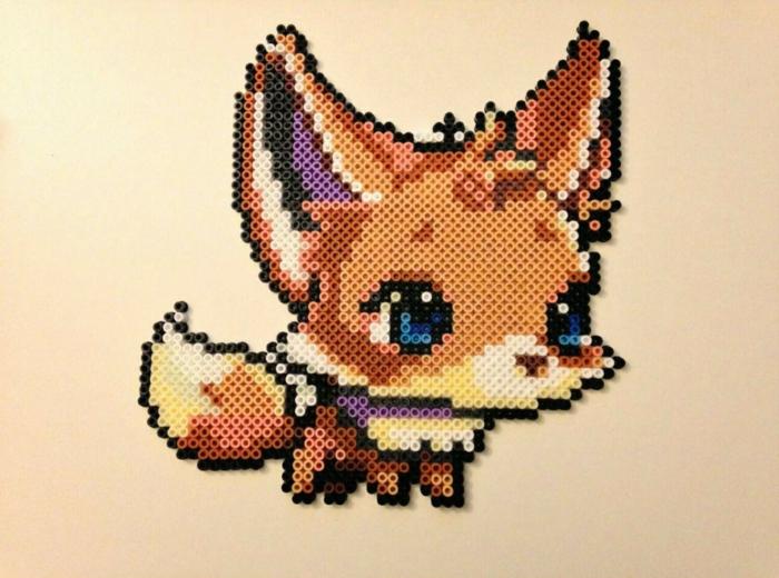 Pokemon Bügelperlen Motiven, ein Fuch mit blauen Augen, ein braunes Tier