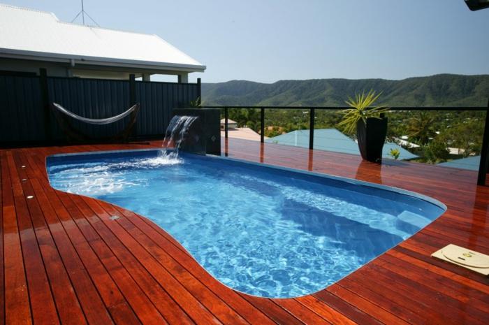 ein Pool auf einer Dachterrasse, Sichtschutz aus Metal, Terrasse dekorieren