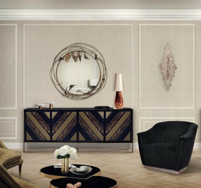 Wohnwand selber zusammenstellen, ein Spiegel mit originellem Rahmen, ein Regal und eine Lampe darauf