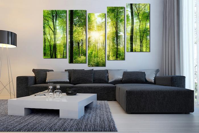 ein großes leinwandbild aus fünf elementen und mit einem grünen wald