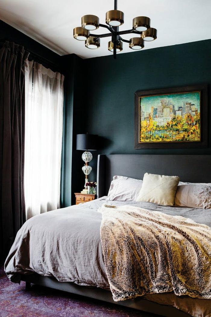 ein schönes Bild als Schlafzimmer Deko, eine Lampe in der Ecke, Perserteppich unter dem Bett