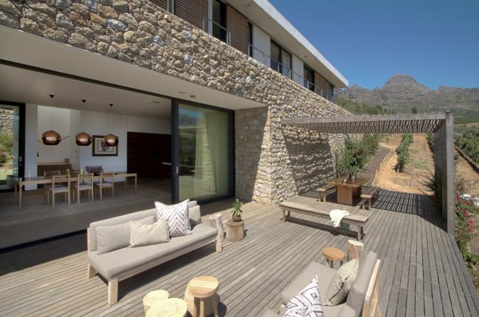 eine schöne Aussicht, moderne Terrasse, graue Loungmöbel, eine Sitzbank