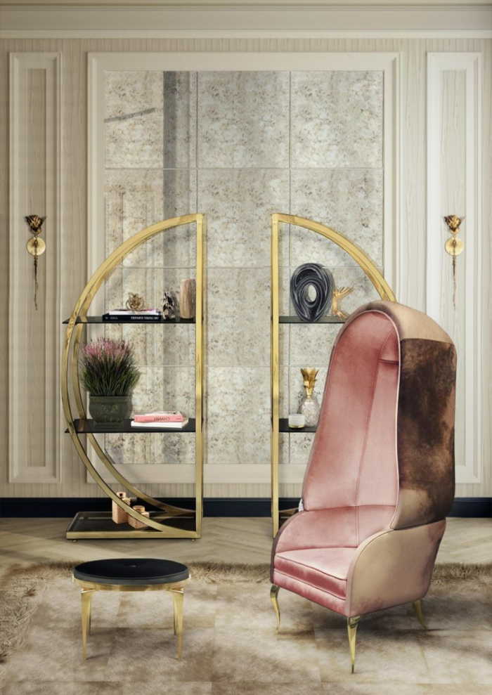 ein rosa Stuhl, kleiner schwarzer Tisch, zwei gerundete Regale, Marmor Optik Wohnwand Ideen