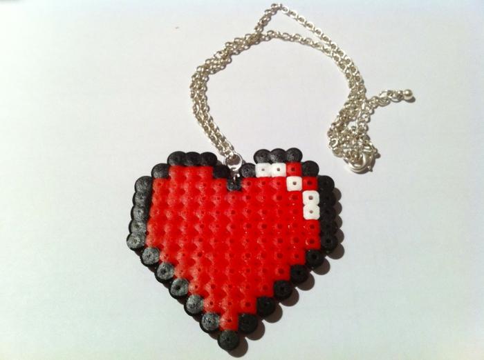 ein Herz auf Kette - Bügelperlen Anleitung, wie ein Schmuckstück kreieren
