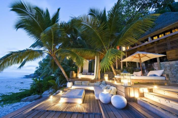 exotische Pfanzen umgeben diese schöne Terrasse, Terrasse gestalten