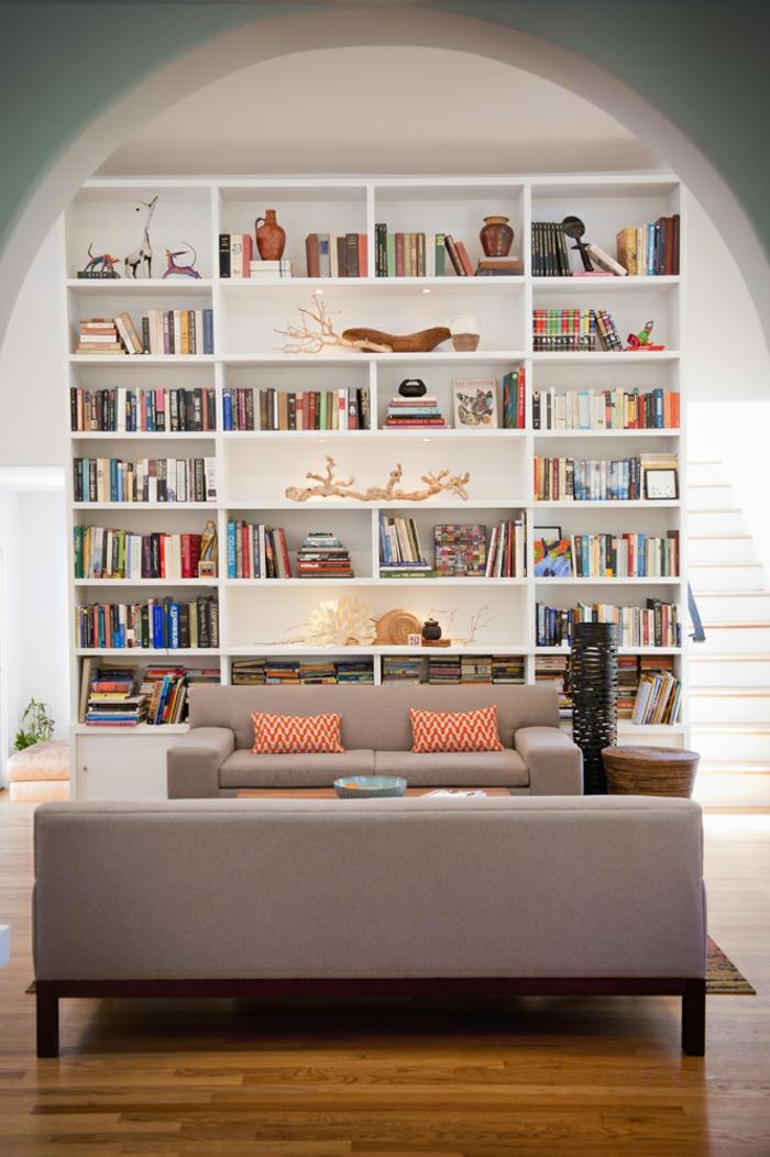 Ein Weißes Regal Mit Vielen Büchern Und Sonstige Kleine Dekorationen,  Selber Bauen Ideen Kunstvolle Wohnwand ...