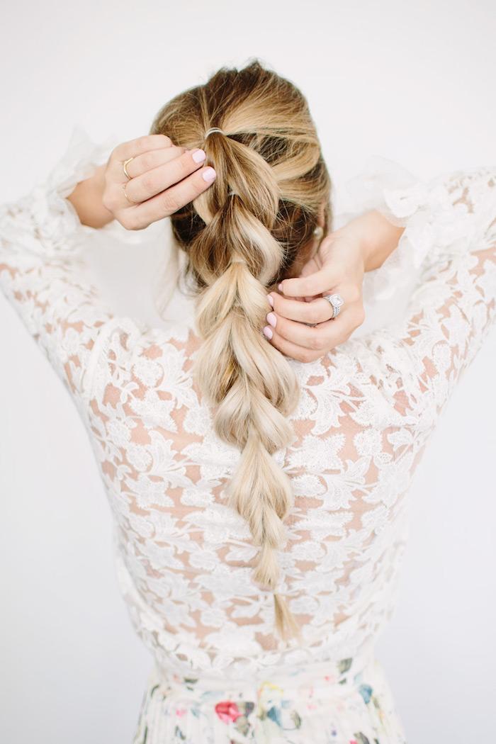 einfache frisuren für den alltag, frisuren für lange haare, großer zopf