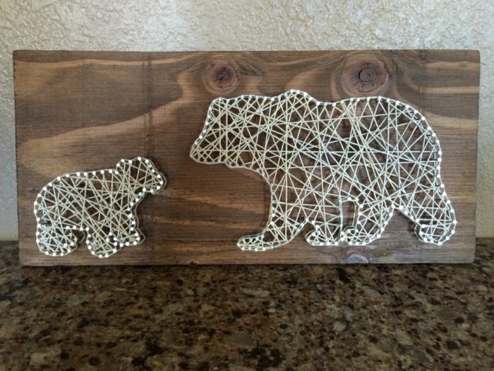 zwei Eisbären, ein kleiner und ein großer mit weißen Fäden geflochten, String Art Bild