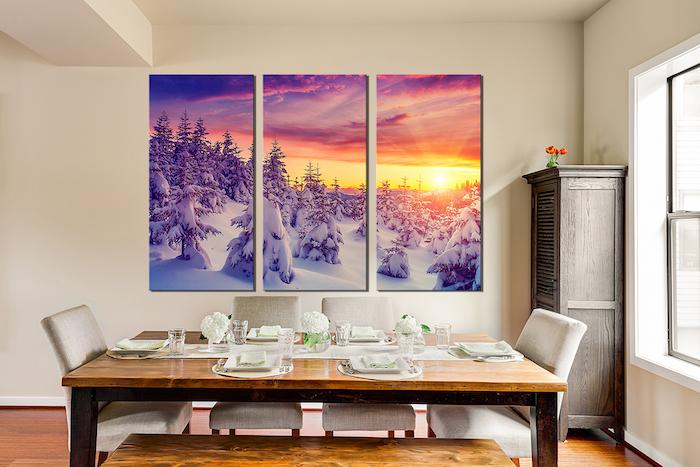 ein drei-teiliges natur leinwandbild mit einem winterwald mit schnee und einem sonnenuntergang