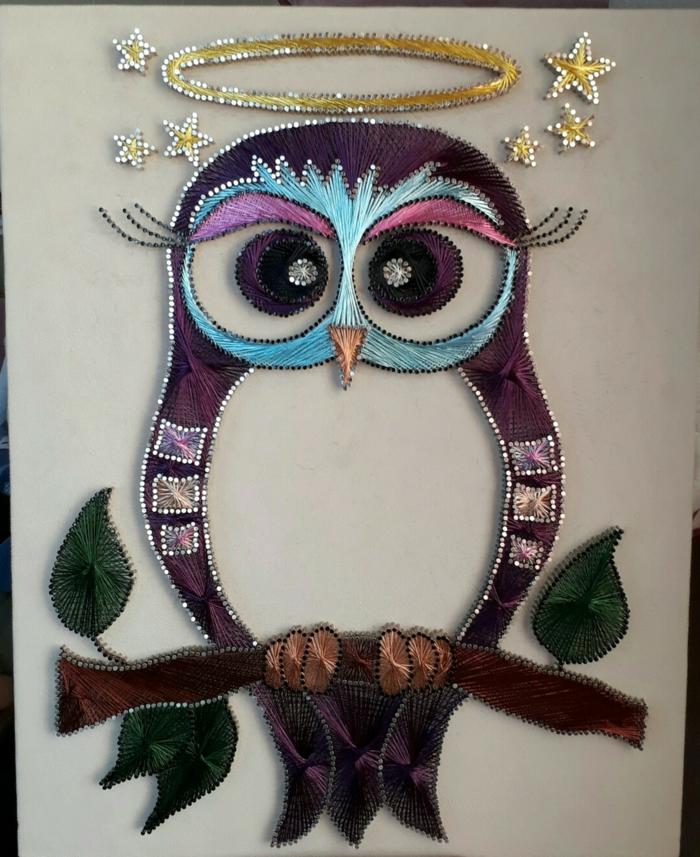 String Art Bild von Eule, eine schwarze Eule mit einem Nimbus und kleine Sternchen, die Göttin der Weisheit