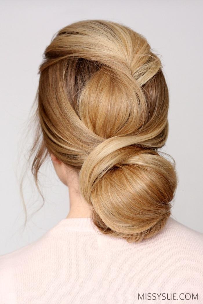 Dutt Frisur einfach zum Nachstylen, dunkelblonde lange Haare, Hochsteckfrisur für besondere Anlässe