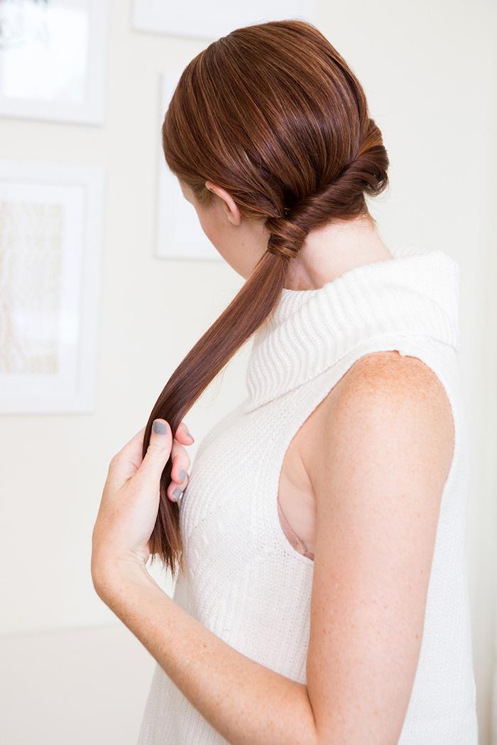 frisuren lange haare, dunkelrote glatte haare, kupfer haare, tiefer pferdeschwanz