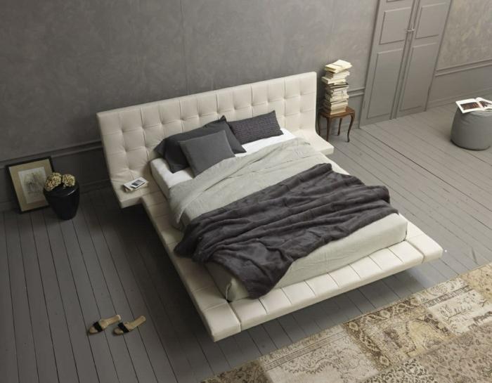 Schlafzimmer Ideen, graue Bettwäsche, graue Decke, eine schwarze Vase, graue Diele