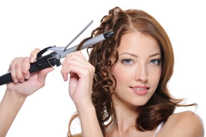 jede frau kann selber zu hause ihre haare locken, lockenstab, titanium, mittellange braunrötliche haare